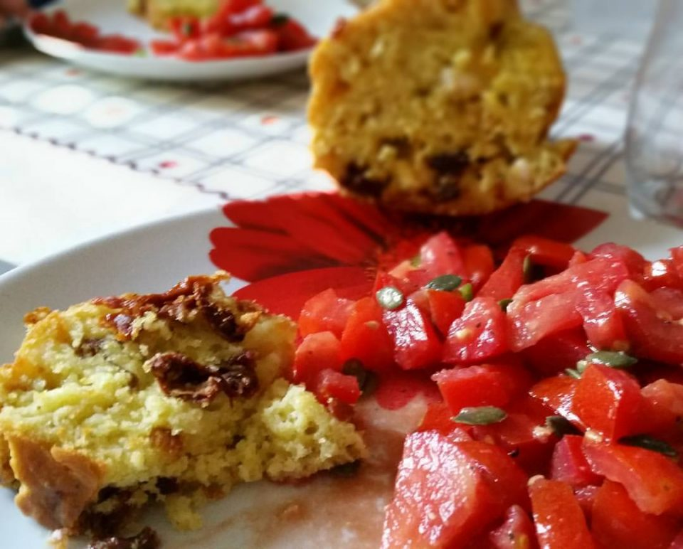 Cake aux tomates séchées et au chèvre