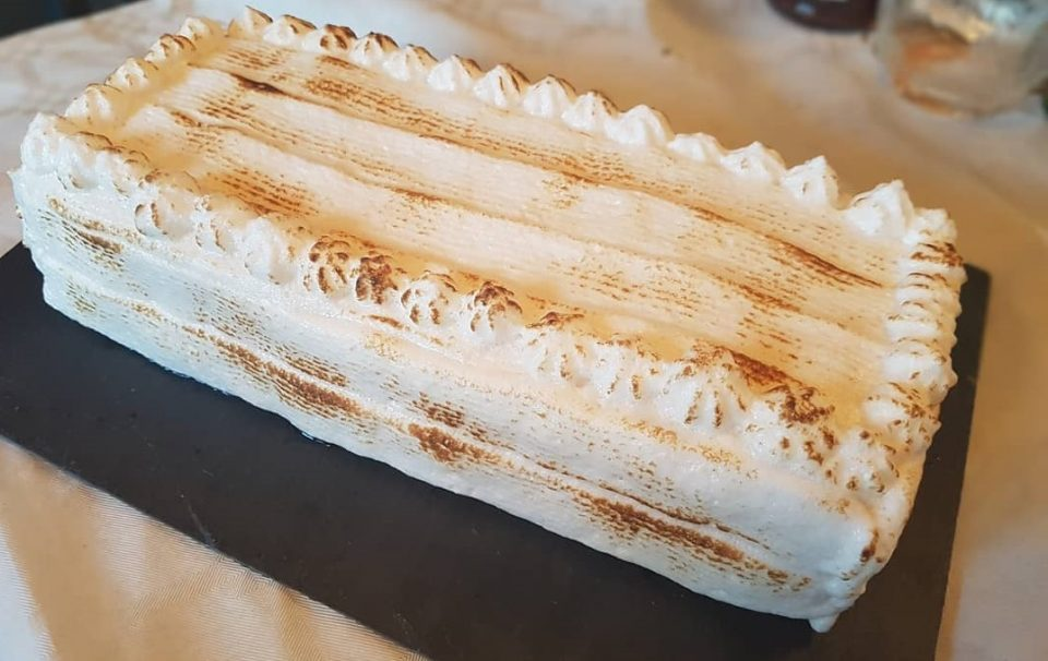 Bûche orange meringuée